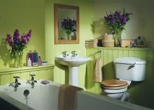Как покрасить стены в ванной комнате.