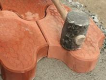 Как своими руками положить бетонную брусчатку.